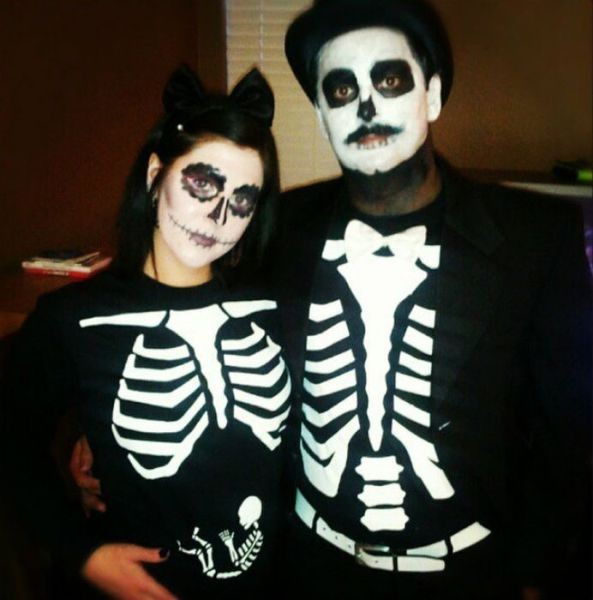 Skeleton-Outfit-Baby-Announcement
